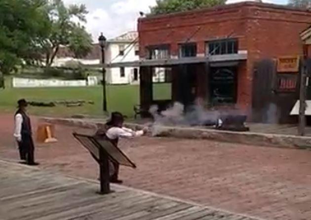 gun fight2